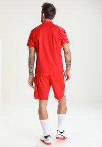 Puma - LIGA SIDELINE  - T-shirt de sport - red/white - 2