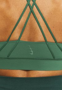 Nike Performance - LUXE BRA - Medium support sports bra - pro green/vintage green - 4