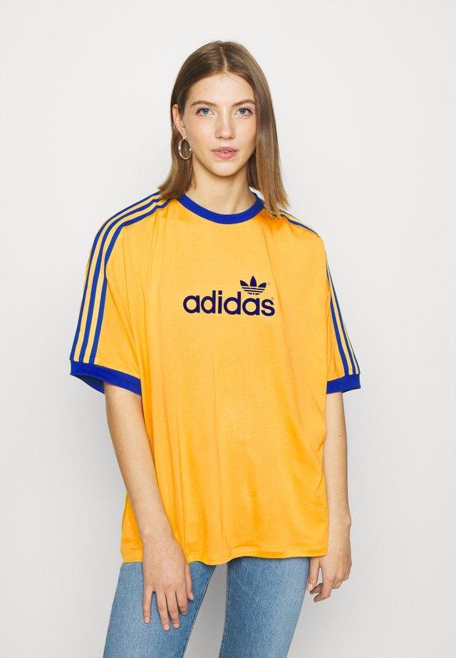 TEE - T-shirt print - active gold