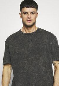 Criminal Damage - WAVE TEE - T-shirt print - washed black - 4
