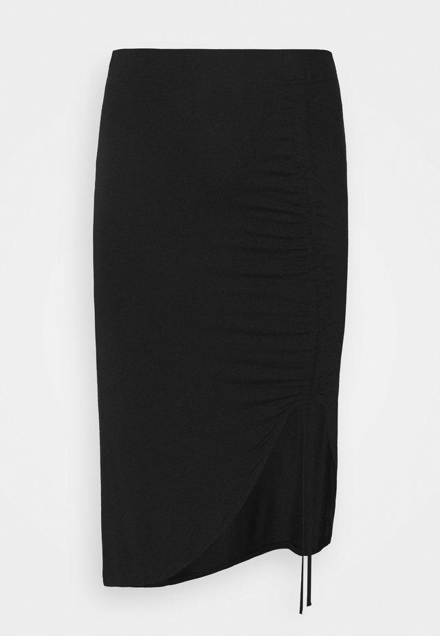 PCNEORA STRING  SKIRT CURVE - Falda de tubo - black