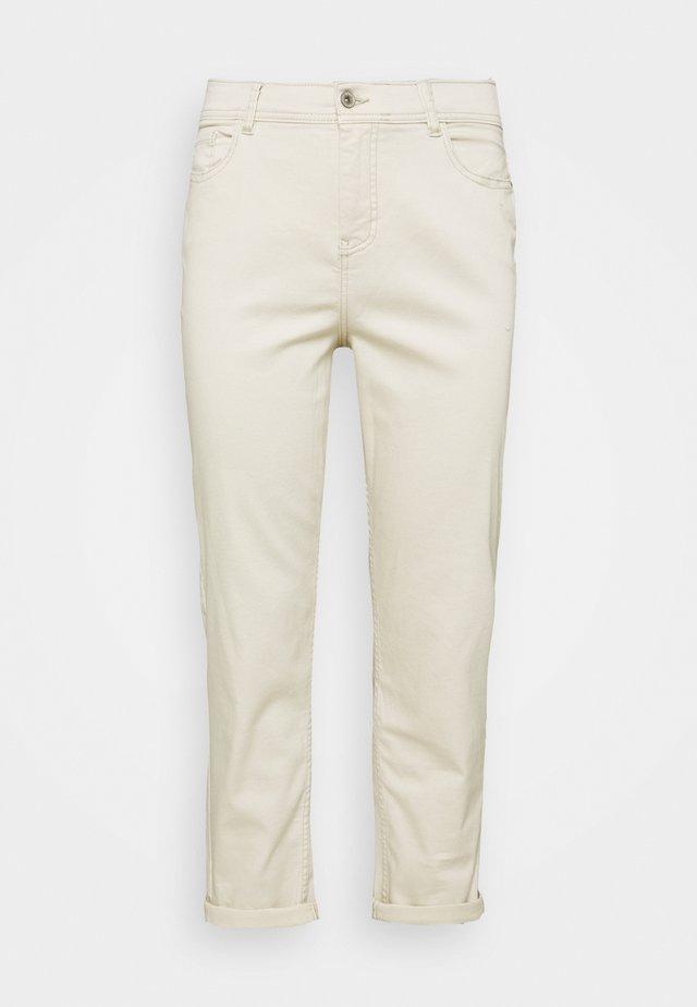 BOYFRIEND JEANS - Jeans baggy - ecru