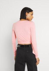 Glamorous - WRAP CROP - Topper langermet - peachy pink - 2