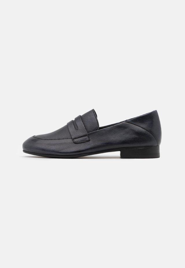 MELISSA - Loaferit/pistokkaat - tamponada black