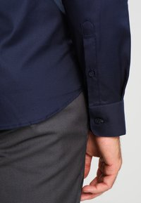Selected Homme - SLHSLIMNEW MARK SLIM FIT - Camicia elegante - navy blazer - 4