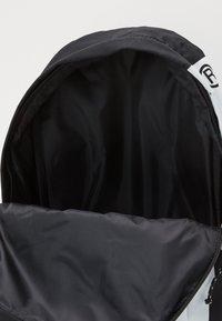 Guess - DEVIN BACKPACK - Batoh - black - 2