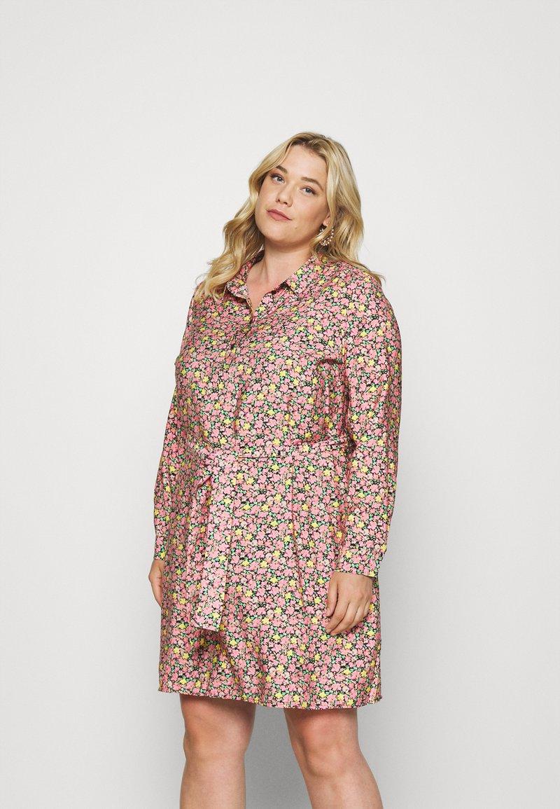 Vero Moda Curve - VMELLIE SHORT DRESS - Shirt dress - geranium pink