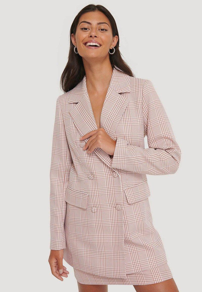 NA-KD - Short coat - pink/white