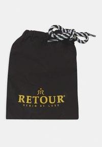 Retour Jeans - RIDER - Badeshorts - black - 3