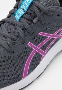 ASICS - PATRIOT 12 - Chaussures de running neutres - carrier grey/digital grape - 5