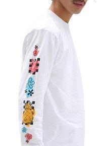 Vans - MN VANS X SPONGEBOB AIRBRUSH LS - Long sleeved top - white - 2