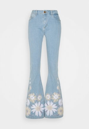 EVA EXTRA FLARE EMBRO  - Flared Jeans - light denim