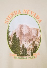 Vintage Supply - WITH VINTAGE TOURIST GRAPHIC UNISEX - Felpa - sand - 2