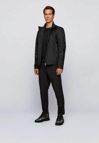 BOSS - T-shirt imprimé - black - 1