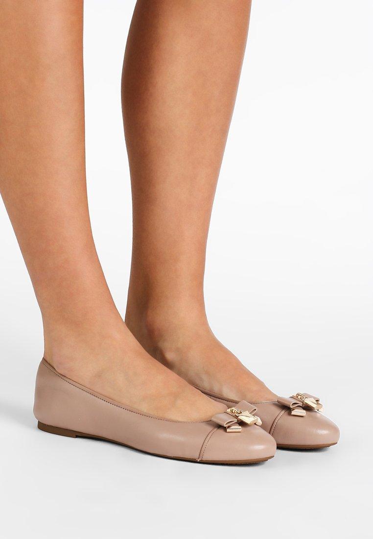 MICHAEL Michael Kors - ALICE BALLET - Ballet pumps - truffle