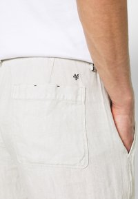 Marc O'Polo - TAPERED FIT PATCHED - Broek - distant grey - 4