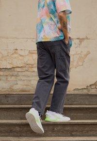 Obey Clothing - HARD WORK CARPENTER - Straight leg -farkut - dusty black - 2