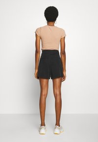 Vero Moda - VMMIA LOOSE SUMMER - Shorts - black - 2