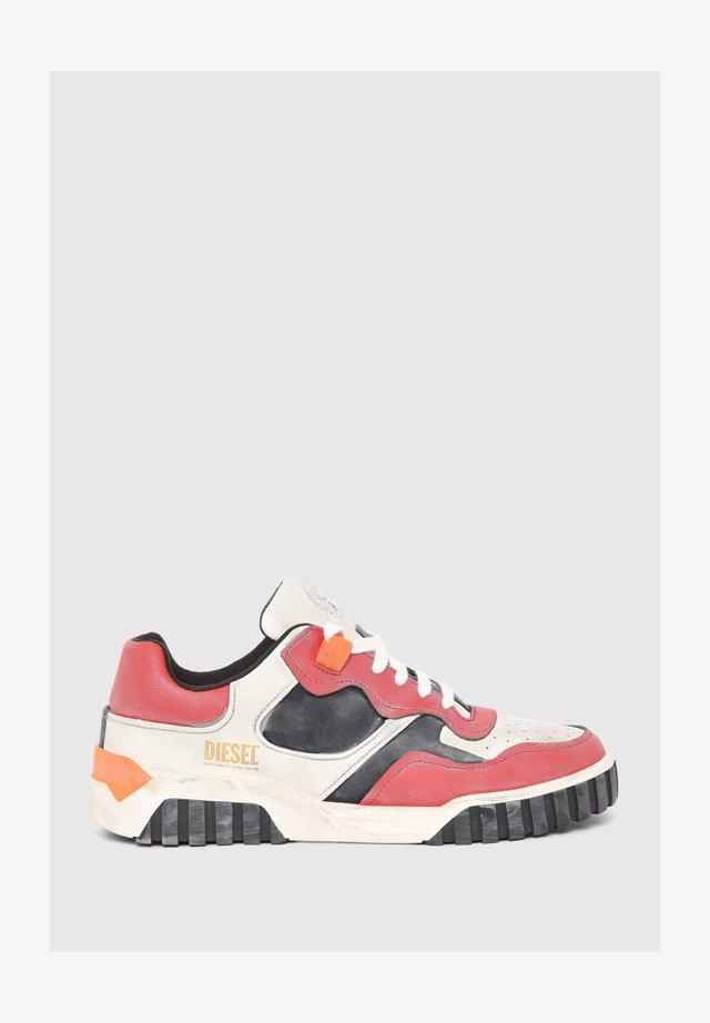 S-RUA  - Sneaker low - white   red