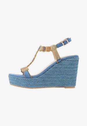 Højhælede sandaletter / Højhælede sandaler - jeans