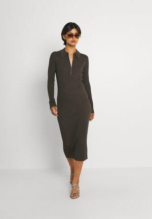ENAGATHE DRESS - Stickad klänning - slate black