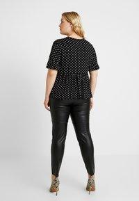 New Look Curves - SPOT PEPLUM TEE - T-shirt imprimé - black - 2
