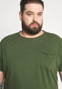 Blend - SLIM  - T-shirt basic - forest green - 3