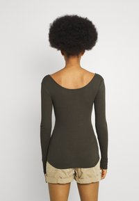 Pieces - PCKITTE - Long sleeved top - black olive - 2