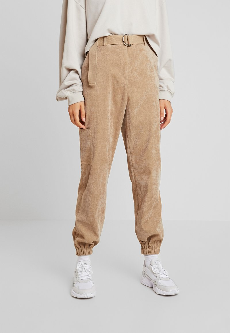Missguided - PURPOSEFUL BELTED CUFF HIGH WAISTED TROUSERS - Bukse - sand