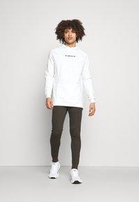 SQUATWOLF - STATEMENT HOODIE - Sweatshirt - white - 1