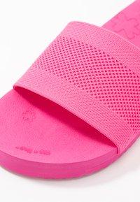 flip*flop - POOL  - Pantofle - very pink - 6