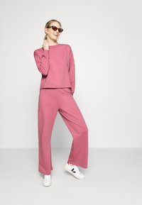 Anna Field - TRACKSUIT SET JOGGERS AND SWEATSHIRT - Tracksuit - pink - 1