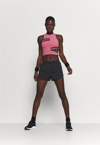Nike Performance - TEMPO LUXE SHORT  - kurze Sporthose - black/silver - 1