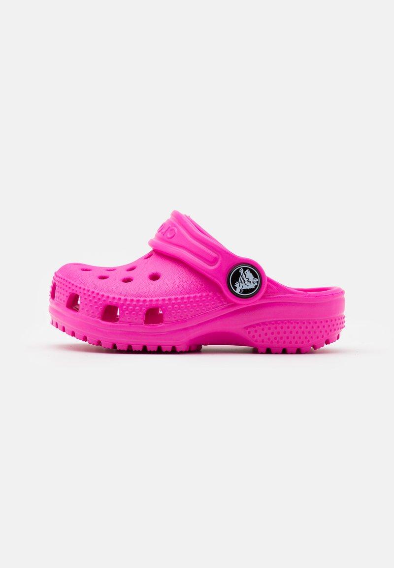 Crocs - CLASSIC  - Pool slides - electric pink