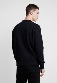 Calvin Klein Jeans - MONOGRAM SLEEVE BADGE - Sweatshirt - black - 2