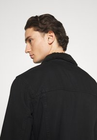 Newport Bay Sailing Club - BORG TRUCKER - Denim jacket - black - 4
