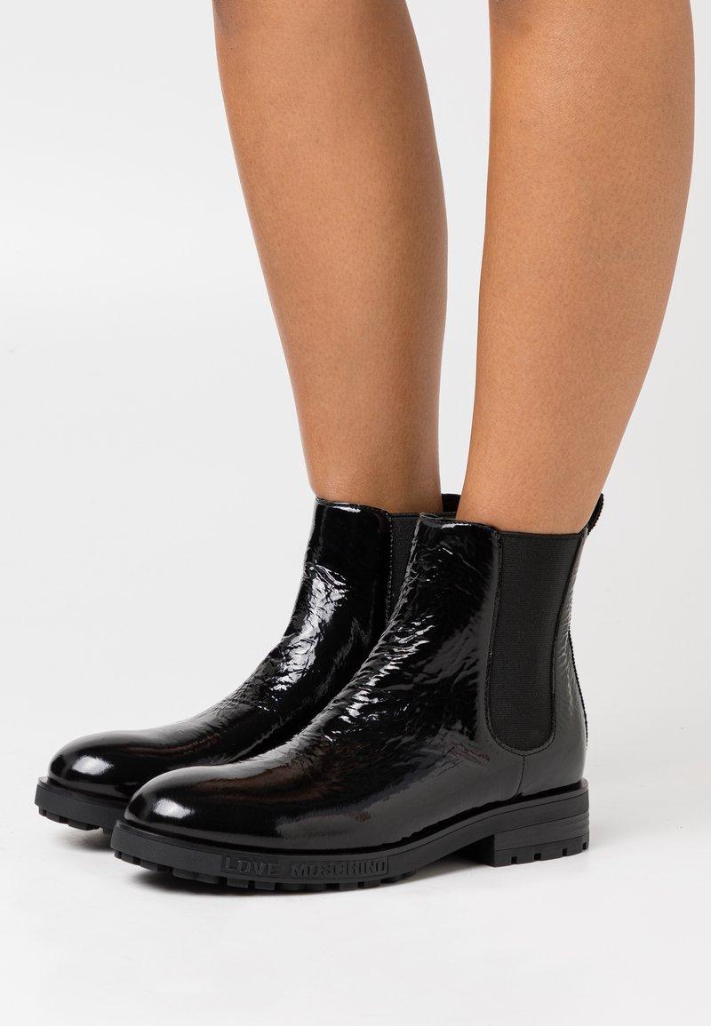 Love Moschino - DAILY - Kotníkové boty - black