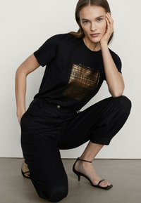 Massimo Dutti - T-shirt imprimé - black - 3