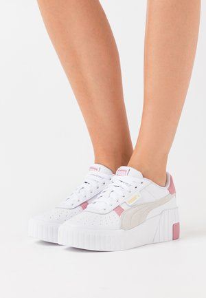 CALI WEDGE MIX - Sneakers laag - white/foxglove