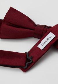 Calvin Klein - SOLID BOWTIE - Motýlek - red - 2