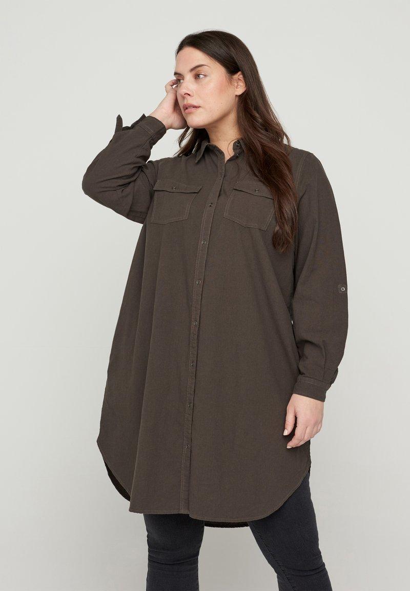 Zizzi - MIT BRUSTTASCHEN - Button-down blouse - green