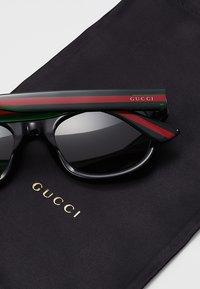 Gucci - Occhiali da sole - black/green - 5