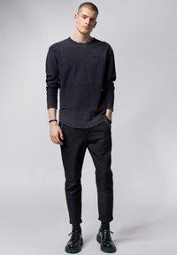 Tigha - Sweatshirt - vintage black - 1