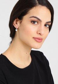 Konplott - BALLROOM - Earrings - white - 1