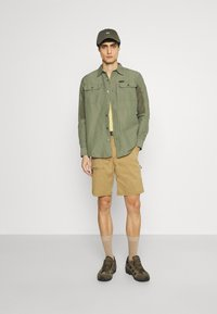 Wrangler - ALL TERRAIN GEAR - Camisa - dusty olive
