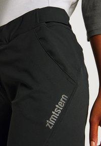 Zimtstern - STAR FLOWZ SHORT  - kurze Sporthose - pirate black - 4