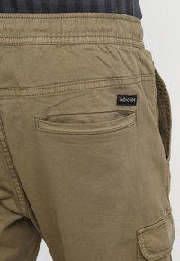 INDICODE JEANS - LAKELAND - Pantaloni cargo - army - 5