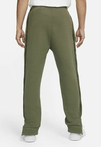 Nike Performance - FC PANT - Träningsbyxor - medium olive/clear - 2