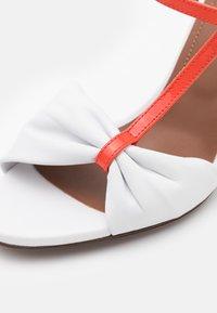 L'Autre Chose - Sandals - white/coral/ochre/yellow - 6