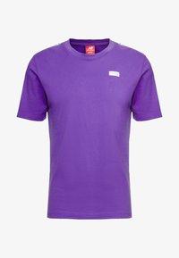 New Balance - ATHLETICS TRACK - T-shirt med print - prism purple - 3